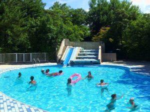 夏休みはプールで遊んで温泉三昧!ジャンケンポンで景品ゲット♪